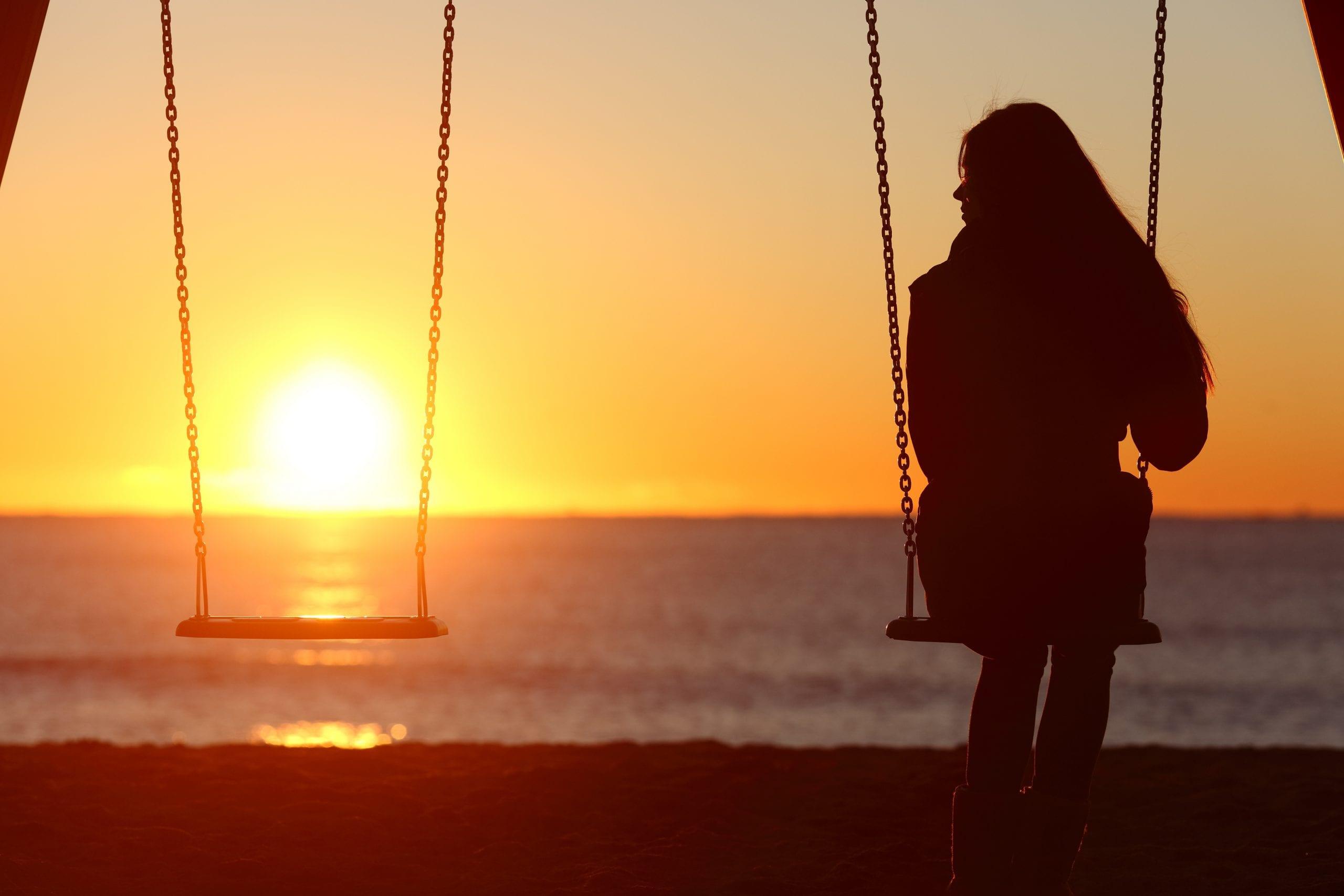 35 & single woman alone swinging